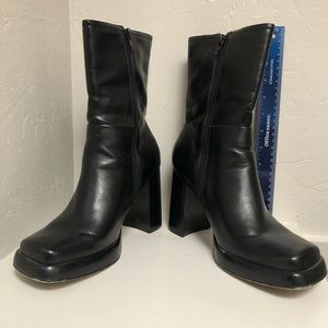 Sketchers Somthin Else black heel boots Size 9